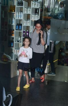 Manyata Dutt With Daughter Spotted At SPA Pali Hill In Bandra