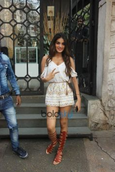 Nidhhi Agerwal Spotted At Korner House In Bandra