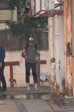 Ranbir Kapoor Spotted At Dance Class In Bandra