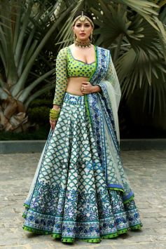Designer Reynu Taandon SS'18 Bridal And Wedding Collection With Actress Sana Khan Displaying The Out