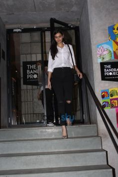 Diana Penty Spotted At Pizza Express In Bandra
