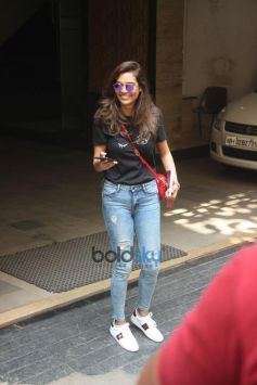 Esha Gupta Spotted At Bandra
