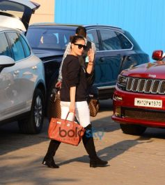 Kareena Kapoor, Saif Ali Khan, Karisma Spotted At Airport