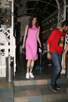 Kriti Sanon Spotted At Smoke House Bandra
