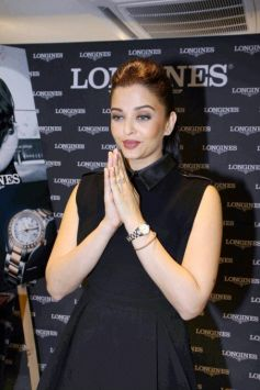 Aishwarya Rai Bachchan in Black Outfit