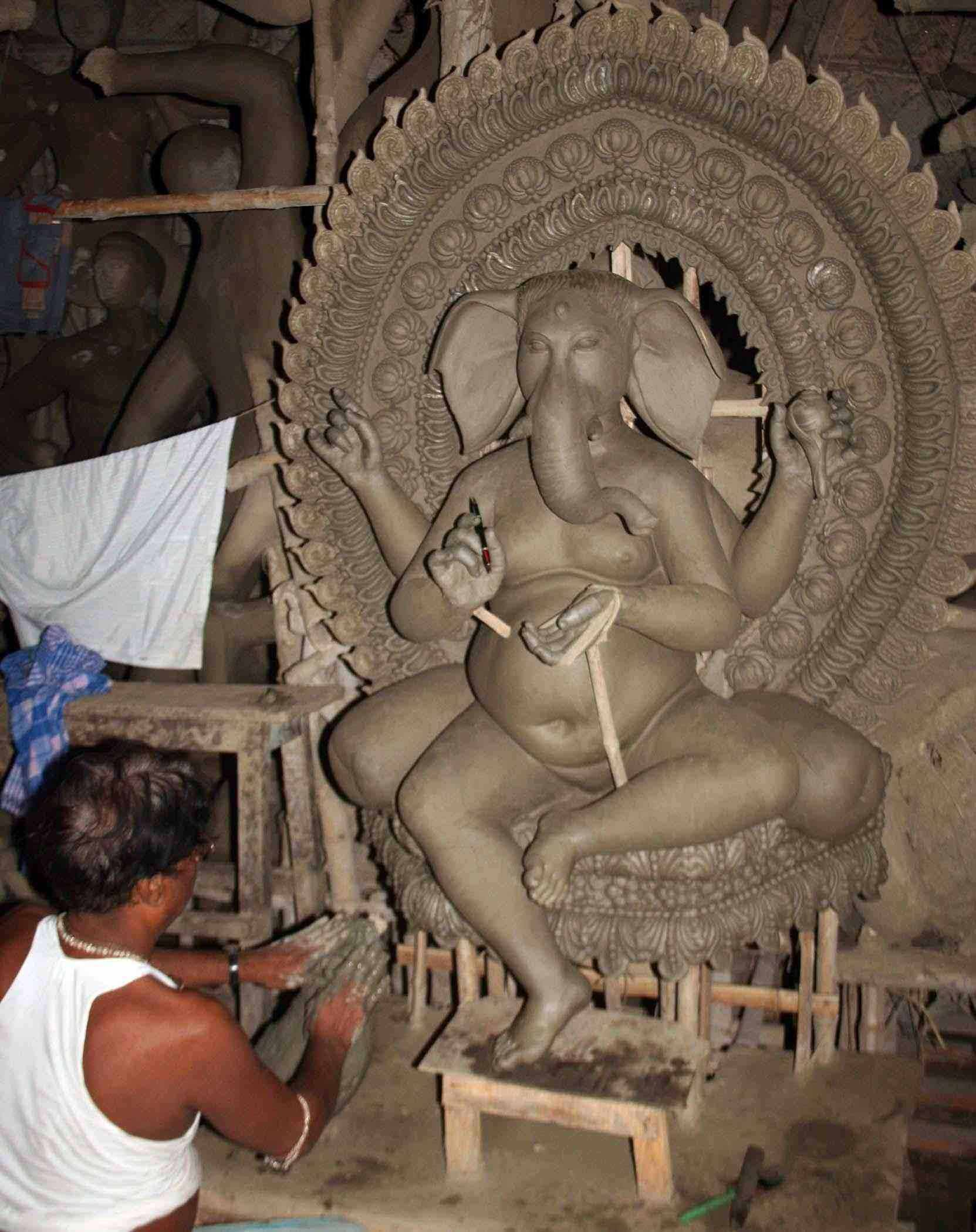 Making of Legumes Ganesh idol Photos - Pics 137356 - Boldsky Gallery