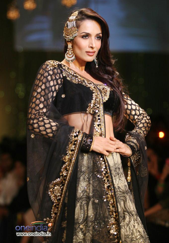 [Image: bollywood-celebrities-lfw-2012_13309408826.jpg]