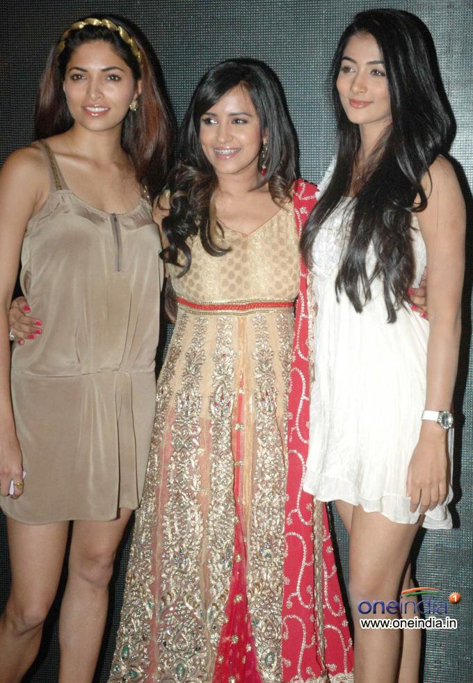 Parvathy Omanakuttan, Anusha Dhayanidi, Pooja Hedge