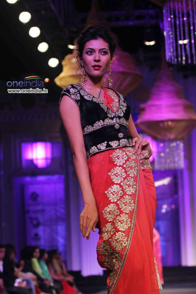 Walk the r in aamby valley india bridal fashion week 2012