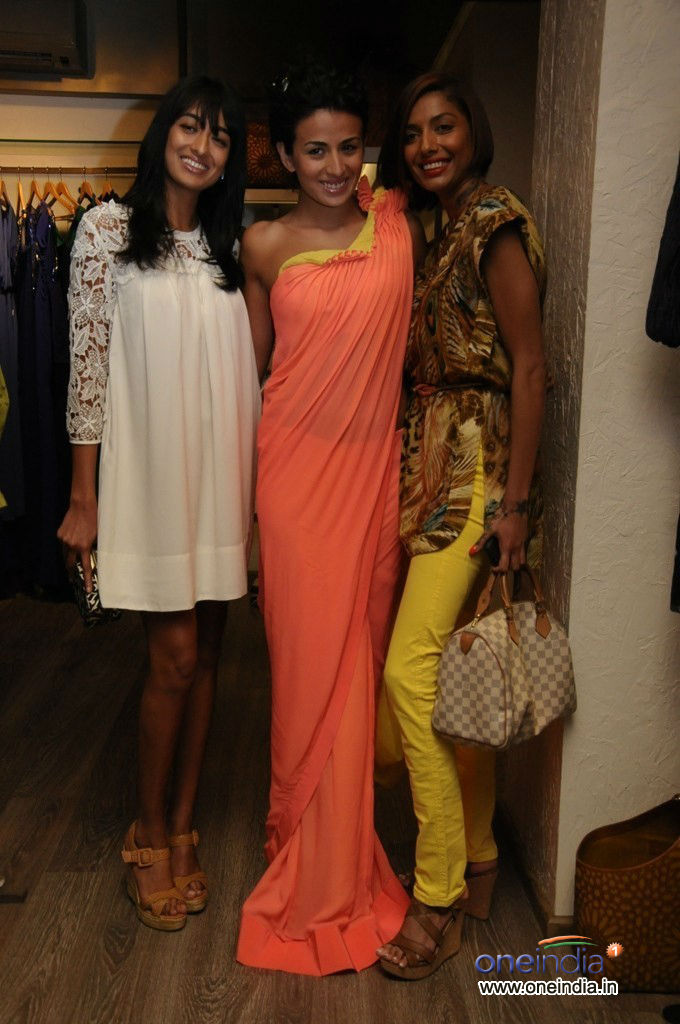 Preview of clothes and jewellery at Atosa