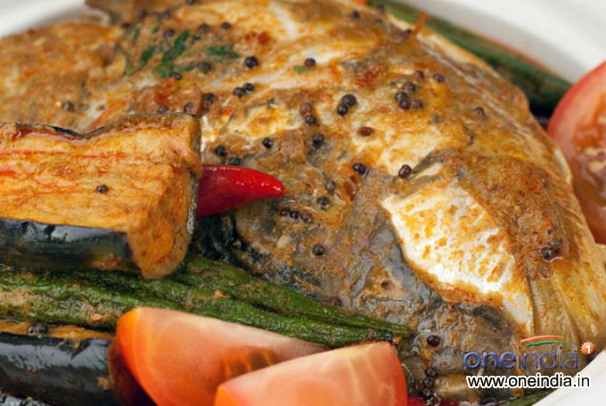 Hilsa fish with brinjal curry photos pics 230010 for Mural fish in tamil