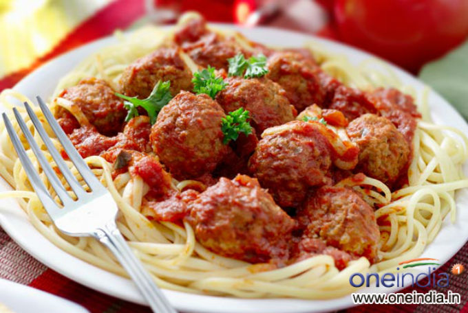 Spaghetti In Red Meatball Sauce Photos - Pics 230180 - Boldsky Gallery