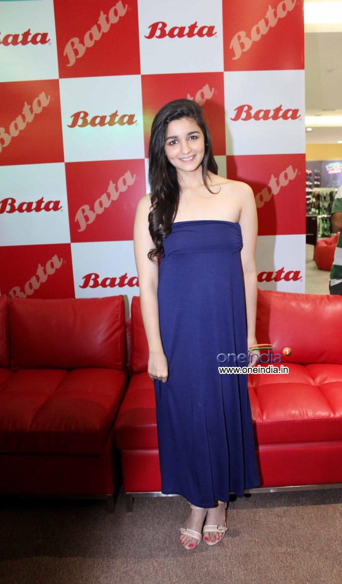 Alia Bhatt inaugurate biggest Bata store