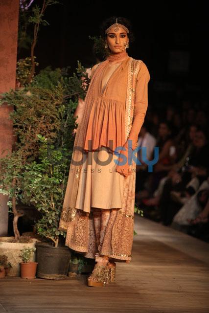 DCW 2013: Sabyasachi Mukherjee's Lace Couture