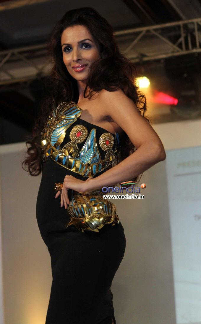 Malaika Arora Khan walk the ramp during Toni and Guy Hair ...