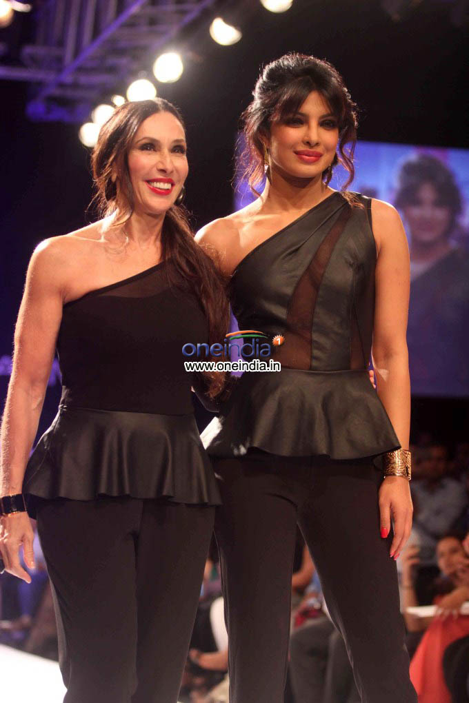 LFW 2013: Exotic Priyanka Chopra On Ramp!