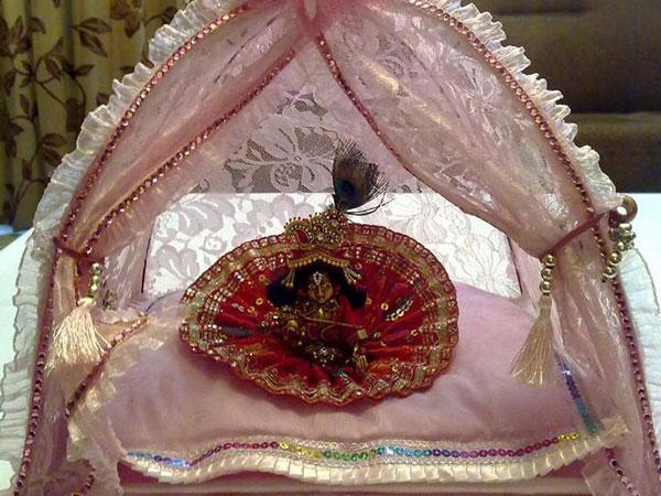 Ways To Decorate Krishna For Janmashtami Photos Pics 241421 Boldsky Gallery Boldsky Gallery