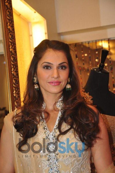 Isha Koppikar unveils Sujata Ahuja and Sanjay Lalwani's Bridal Collection