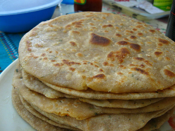 Aloo Pyaz Paratha Breakfast Recipe