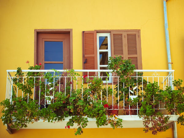 Decorate your balcony with plants photos pics 243852 How to decorate small house
