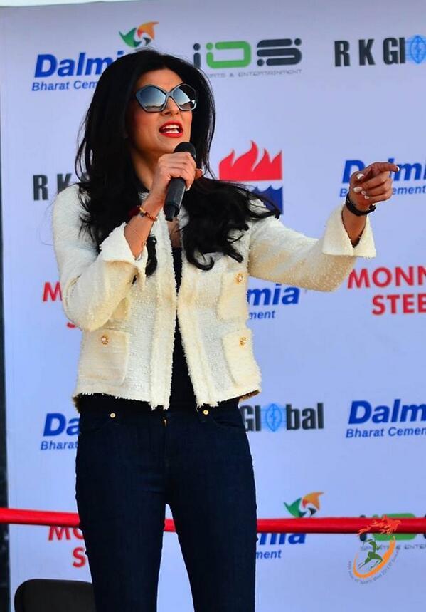Sushmita Sen launches Mary Kom's autobiography
