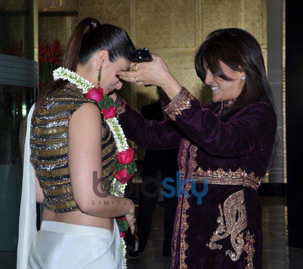 Kareena Kapoor Khan stuns at launch