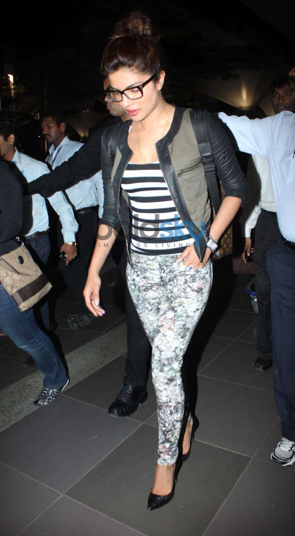 Priyanka and Farhan Snapped At The Airport