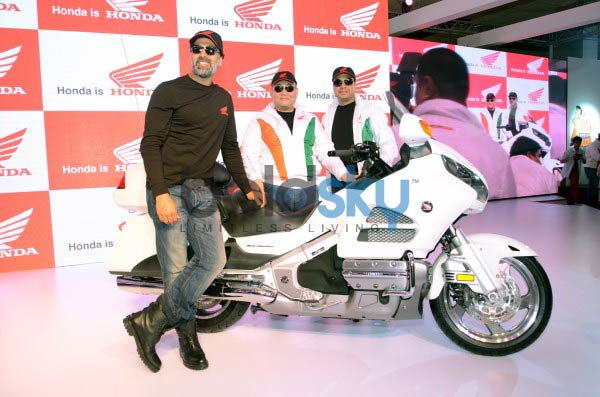 Akshay Kumar at Honda Stall during Auto Expo 2014