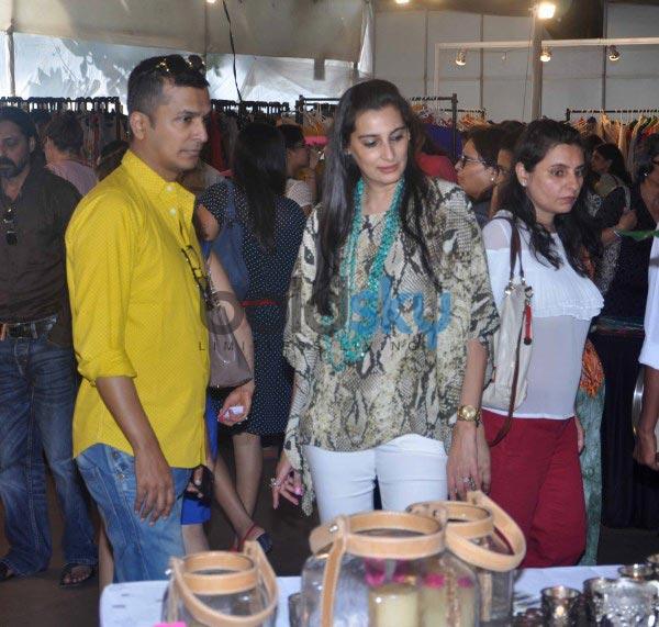 Bollywood celebs at Mana Shetty Araaish exhibition