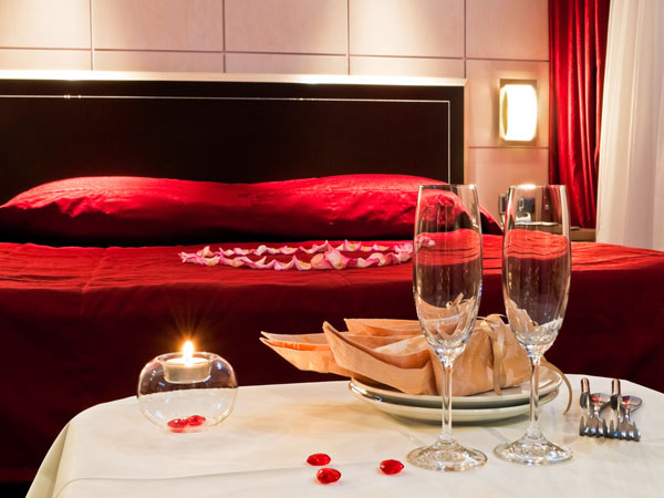 Red Hot Bedroom Decor For Valentine's Day