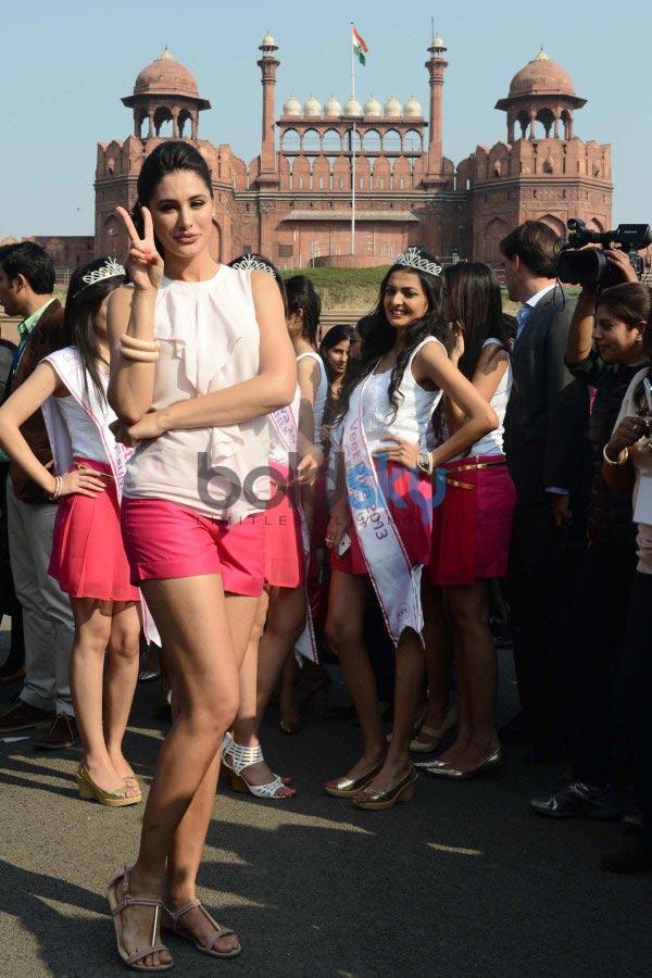 Nargis Fakhri at Veet Be the Diva contest