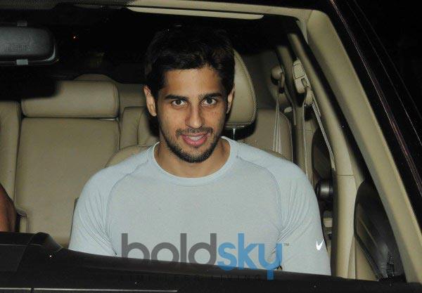 Siddarth Malhotra and Parineeti Chopra snapped at pvr