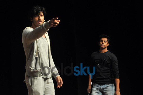 Vidyut Jamwal teaches self defence to College Girls