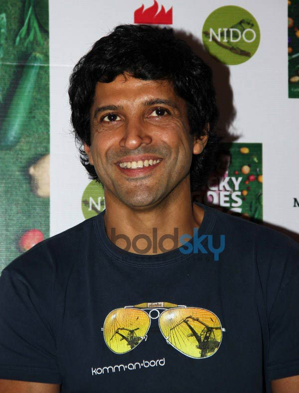 Farhan Akhtar launches chef Vicky Ratnani's book