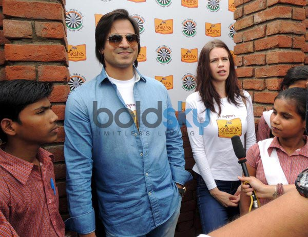 Kalki Koechlin & Vivek Oberoi laying the foundation to help P&G Shiksha School