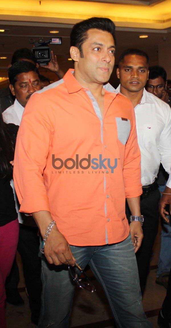 Salman Khan on CNN-IBN's Veer campaign Photos - Pics 254839