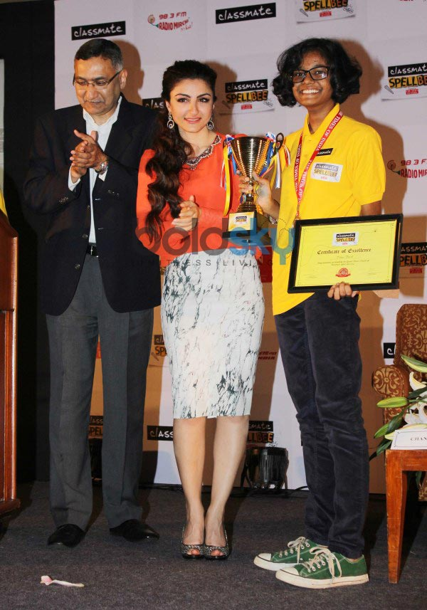Soha Ali Khan stuns during Classmate Spell Bee 2014 competition
