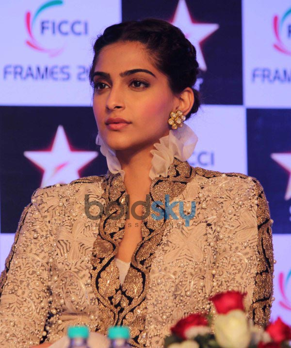 Sonam Kapoor and Farhan Akhtar at FICCI Frames 2014
