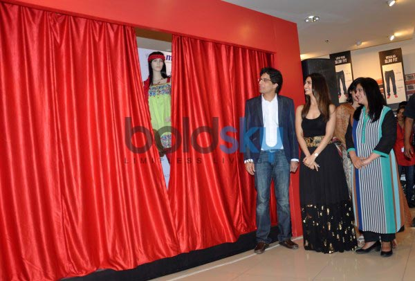 Vaani Kapoor unveils Max Summer 2014 collection