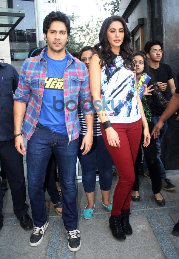 Varun Dhawan and Nargis Fakhri at Mithibai collage's filmfestival