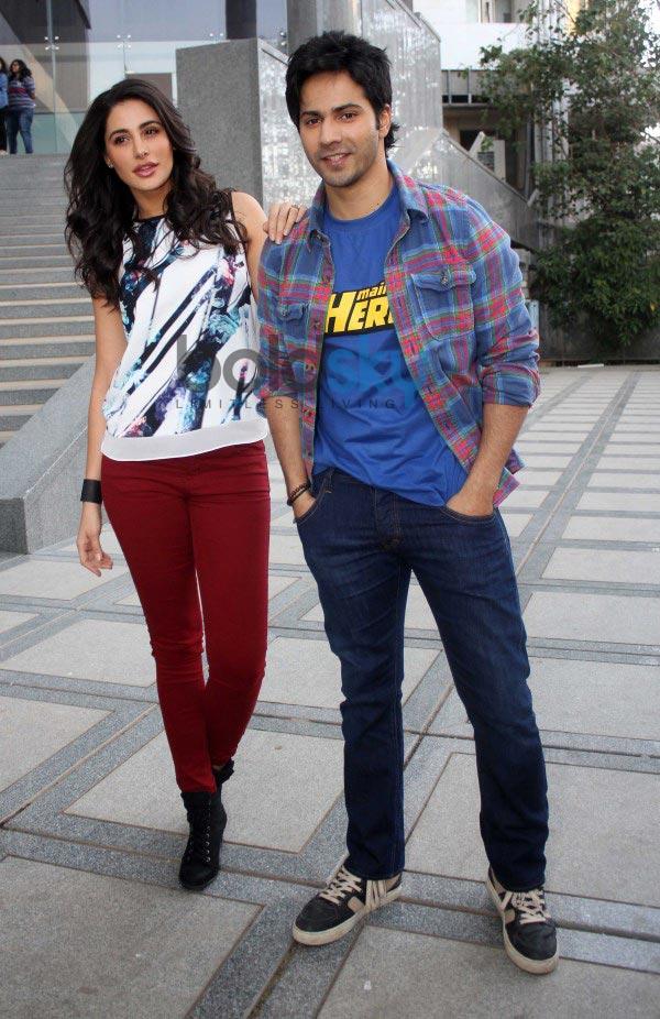 Varun Dhawan and Nargis Fakhri at Mithibai collage's filmfestival