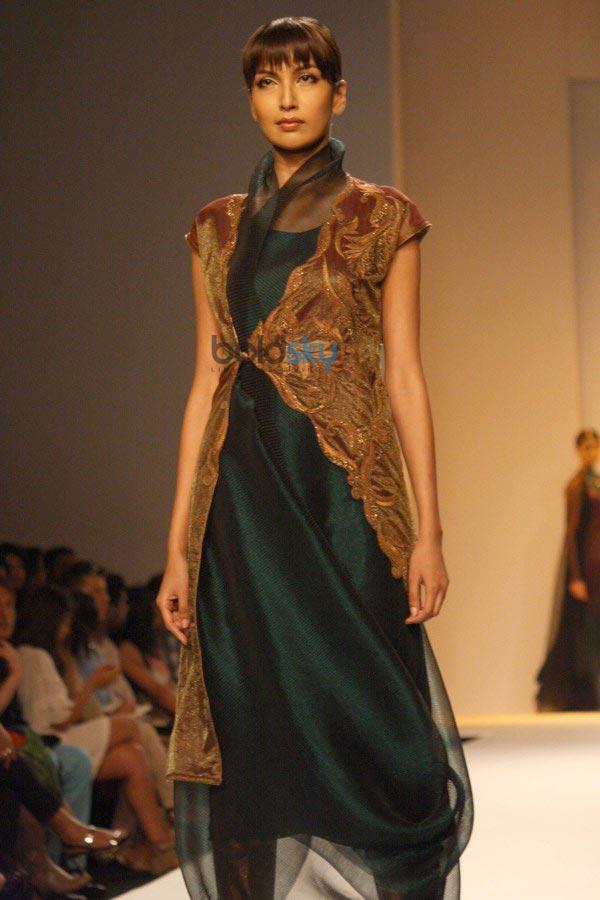 WIFW 2014 Kiran Uttam Ghosh show