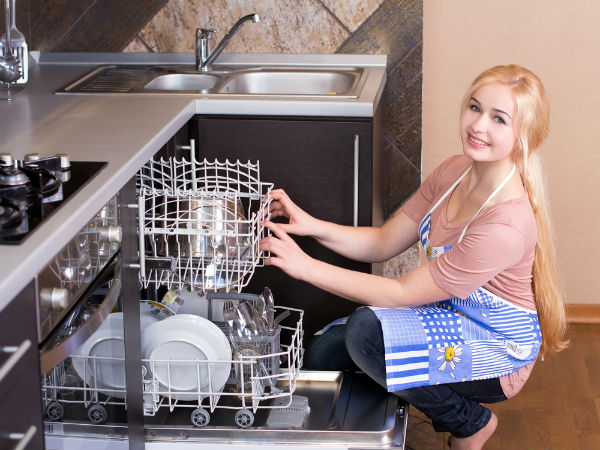 9 Best Natural Ways To Clean A Dishwasher
