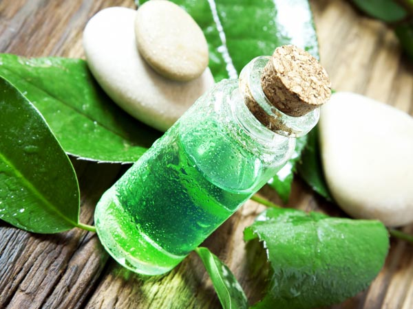 Easy Home Remedies To Heal Cuts & Scrapes