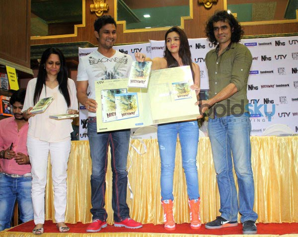 Alia Bhatt and Imtiaz Ali launch Highway film DVD