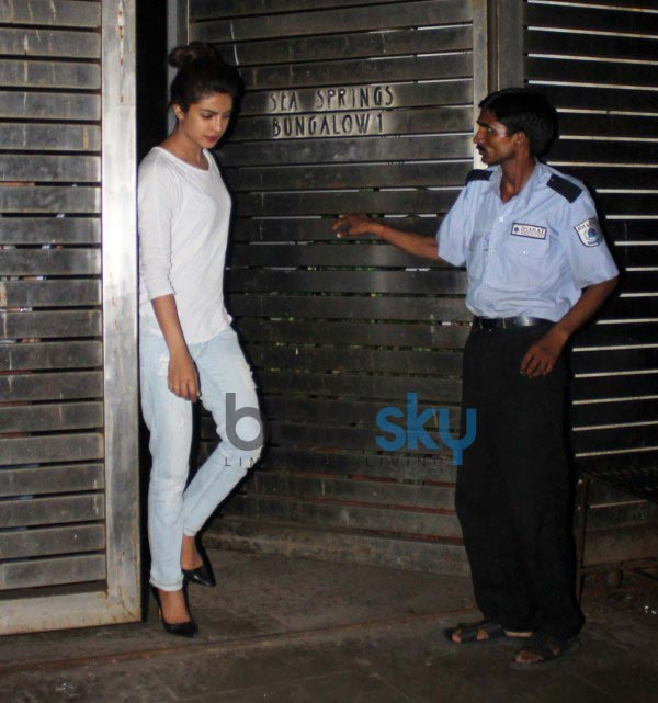 Ranveer Singh, Priyanka Chopra snapped at Farhan Akhtar Home