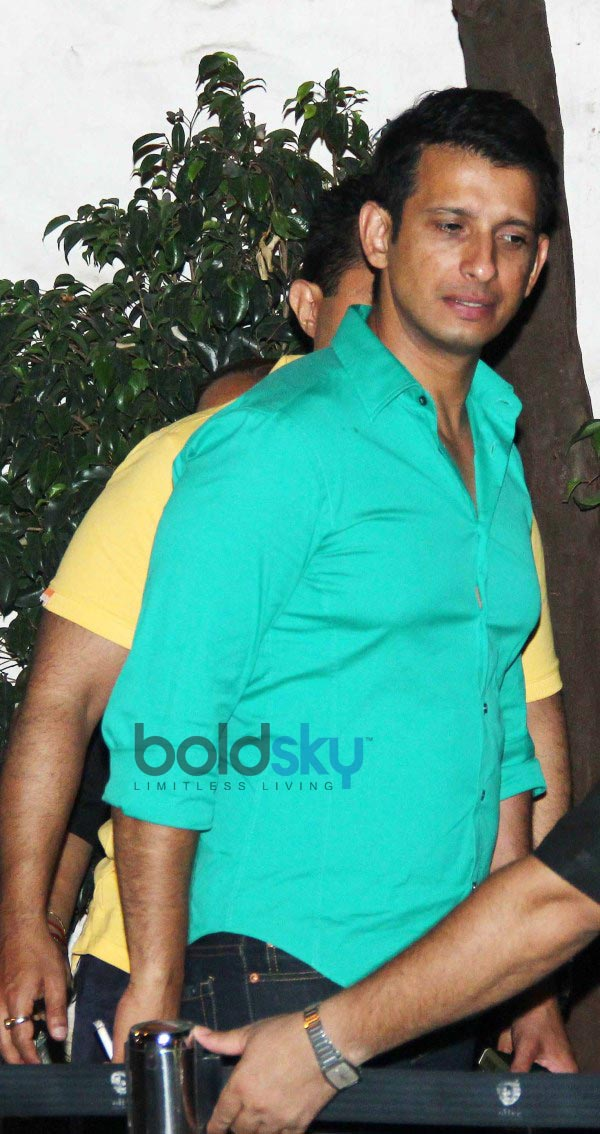 Shahid Kapoor snapped at Olive in Bandra