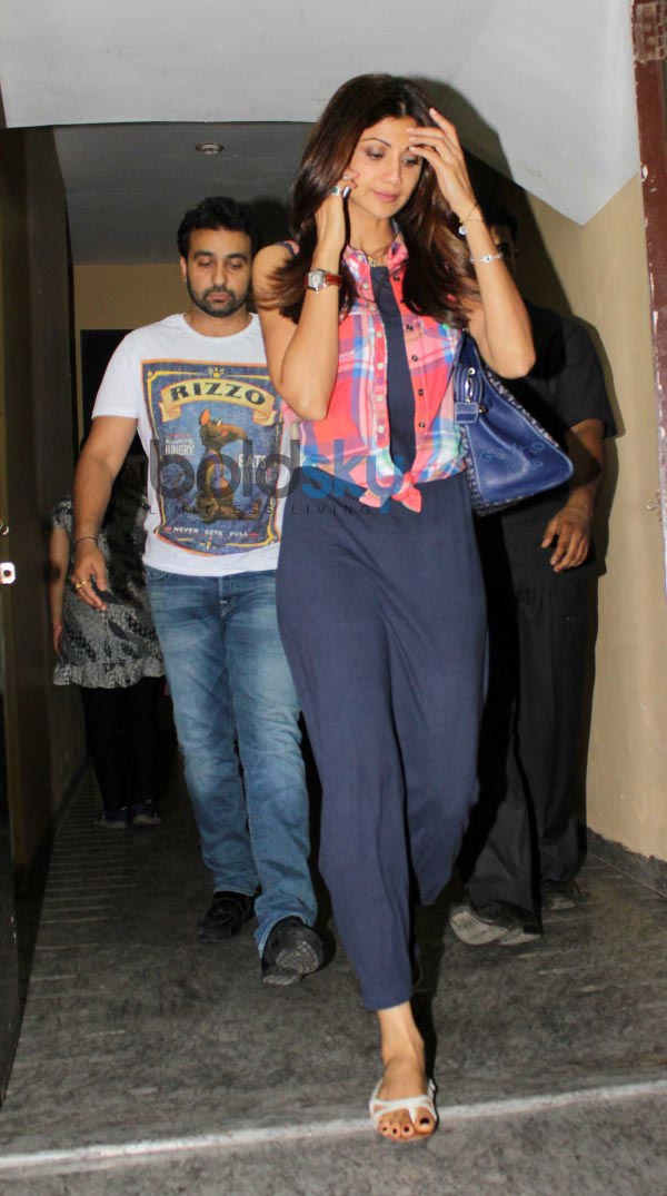 Shilpa, Raj Kundra and Tiger Shroff snapped at juhu pvr