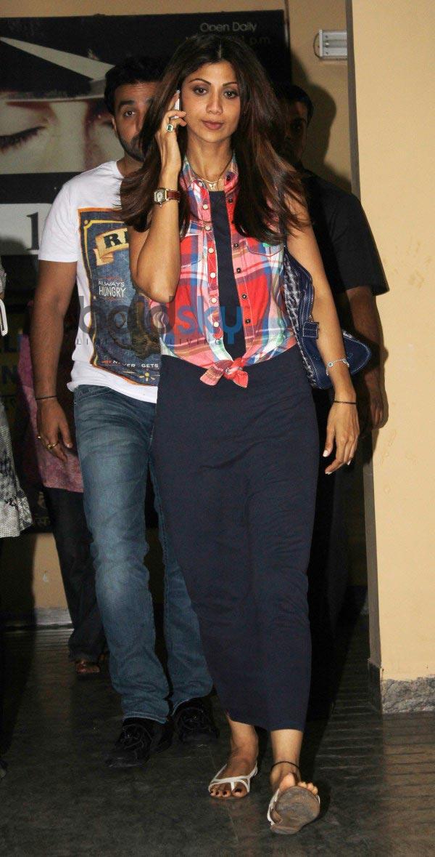 Shilpa, Raj Kundra and Tiger Shroff snapped at juhu pvr