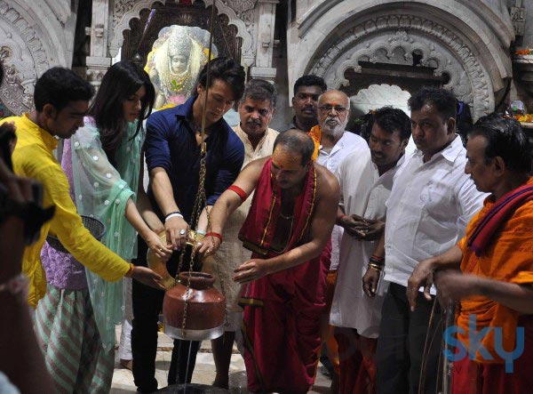 Tiger Shroff and Kriti Sanon snapped at Temple